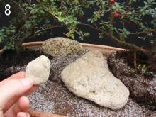 Pedra pequena. Será usada para nivelar a pedra grande, criando um platô.