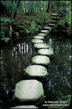 Caminho de pedras no Jardin de Kyoto.