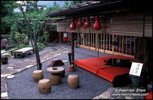 tipico restaurante japones em kyoto.