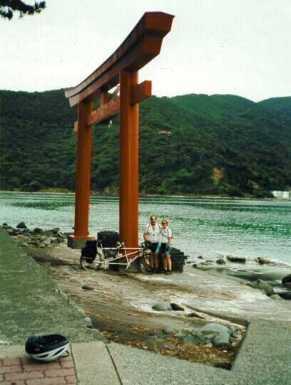 16Tori_Gate
