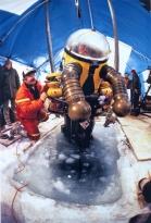 Emory Kristof - 1983 - Canadá - Prester a mergulhar até um navio naufragado no estreito de Barrow